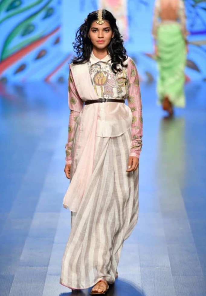 Conceptual drapes and interesting blouses on the ramp of Nirmooha by Prreeti Jaiin Nainutia at Lotus India Fashion Week 2018